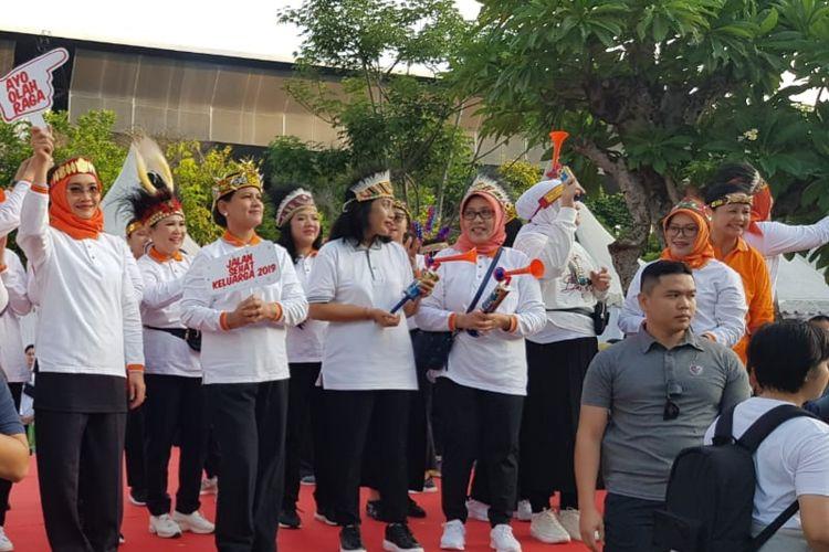 Ibu Negara Iriana Joko Widodo mengikuti acara jalan sehat di Parkir Timur Gelora Bung Karno, Jakarta Pusat pada Minggu (8/12/2019) pagi dalam rangka memperingati Hari Ibu ke-91.