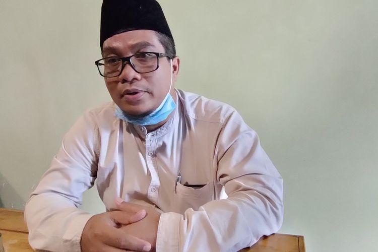 Pimpinan Pondok Pesantren As-Sunnah Kota Tasikmalaya, Maman Suratman, memberikan keterangan kepada wartawan, Jumat (16/10/2020).
