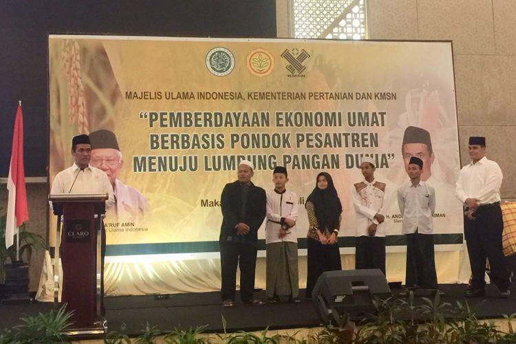Menteri Pertanian Andi Amran Sulaiman kembali meluncurkan program pemberdayaan ekonomi umat berbasis pondok pesantren menuju lumbung pangan dunia di Makassar, Sabtu (28/7/2018)