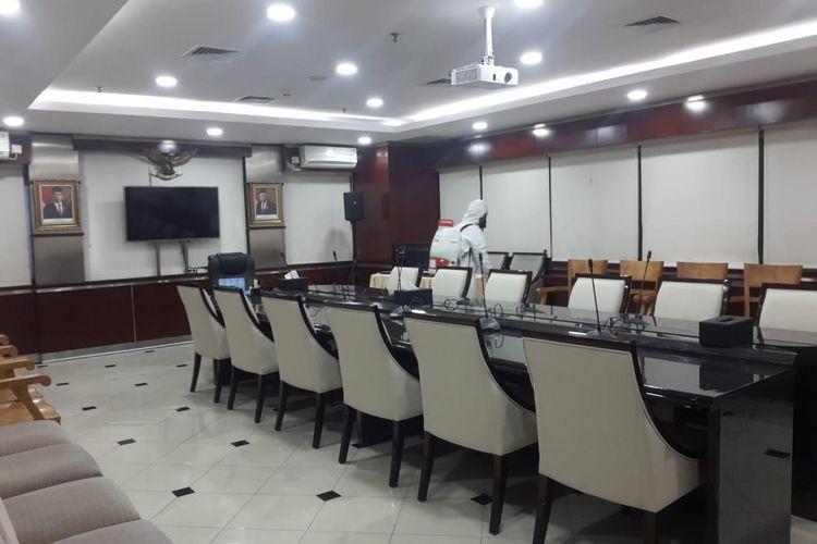 Kementerian Perhubungan (Kemenhub) melakukan sterilisasi di seluruh ruangan kerja.