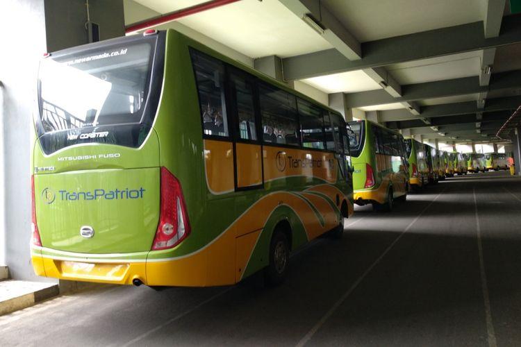 Kondisi bus Trans Patriot Bekasi, Selasa (28/2/2018). Sembilan unit bus Trans Patriot disimpan di area Stadion Patriot untuk menunggu operasional yang saat ini sedang dalam proses lelang.