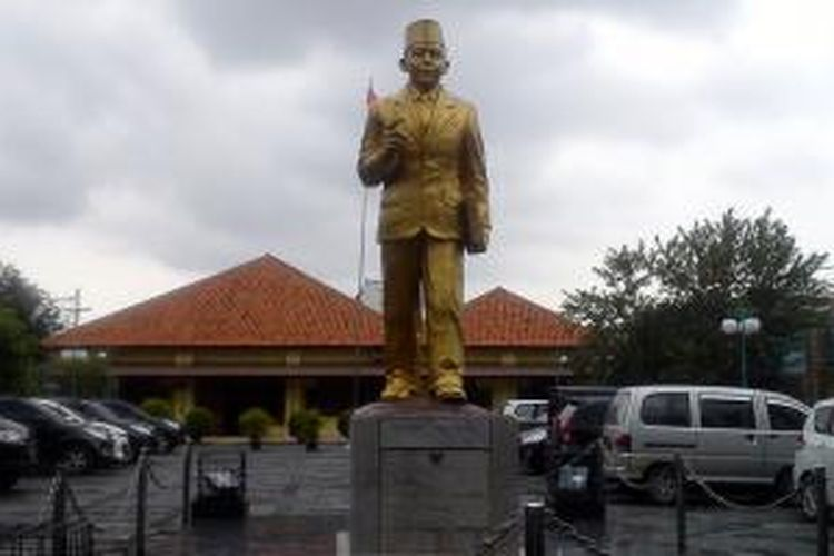 Museum Thamrin, museum yang menampilkan memorabilia atas pahlawan asal Betawi, Mohammad Husni Thamrin.