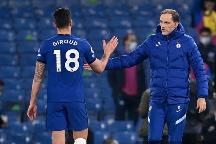 Olivier Giroud dan Thomas Tuchel pasca-laga Chelsea vs Brighton anda Hove Albion du Stadion Stamford Bridge, 20 April 2021, pada lanjutan pekan ke-32 Liga Inggris 2020-2021.