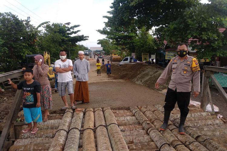 Kapolsek Mataraman, Iptu Widodo Saputra memastikan Jembatan Mataraman di Desa Banua Anyar, Kabupaten Banjar, Kalsel, udah tersambung pada, Kamis (21/1/2021).