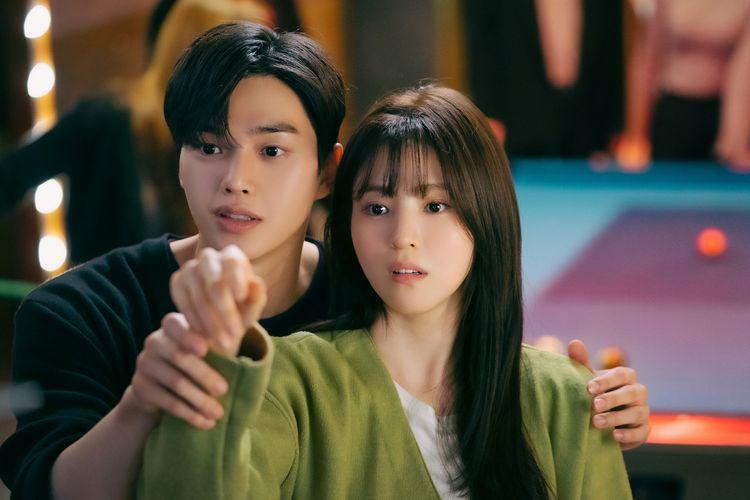 Cuplikan adegan drama Korea Nevertheless yang diperankan Song Kang dan Han So Hee