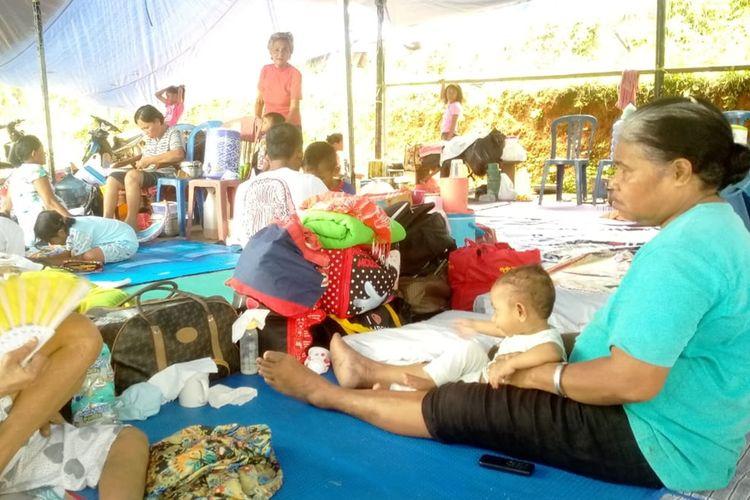 Kondisi pengungsi korban gempa Ambon yang mengungsi di kawasan Lembah Argo, Desa Passo, Kecamatan Baguala Ambon, Minggu (29/9/2019)