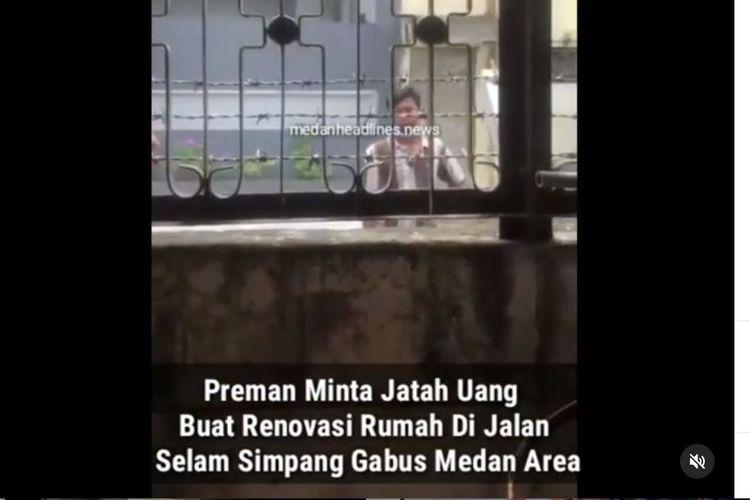 Sejumlah orang minta jatah uang dari renovasi rumah di Jalan Selam Simpang Gabus Medan Area.