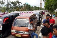 Tolak Taksi Daring, Ratusan Sopir Angkot Duduki Kantor Pemkot Batam