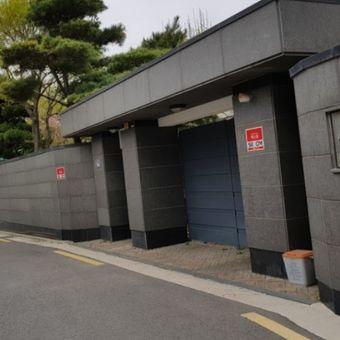 Rumah Song Hye Kyo di Seoul dijual. Agen properti menyebut rumah tersebut dijual murah, sekitar Rp 110 miliar
