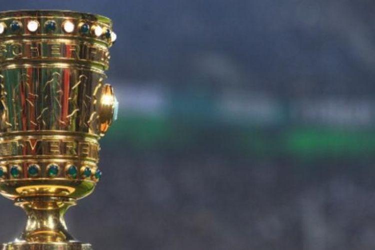 Trofi DFB Pokal.