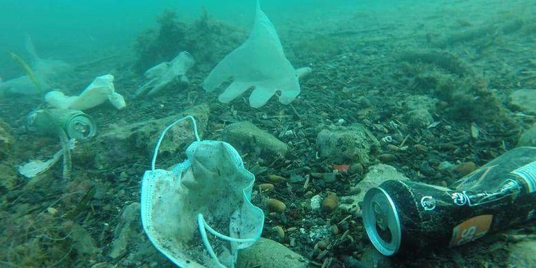 Limbah APD terkait Covid-19 mencemari lautan, sungai, dan selokan.