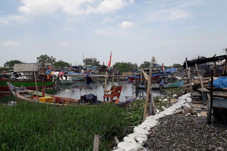Suasana kampung nelayan kerang hijau di Muara Angke, Jakarta Utara, Senin (17/12/2018).