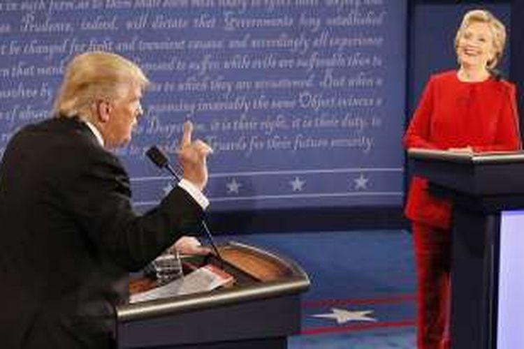 Kandidat Presiden AS Hillary Clinton dan Donald Trump berdebat di  debat pertama Capres AS di Universitas Hofstra, Hempstead, New York, Selasa pagi  (27/9/2016) WIB.