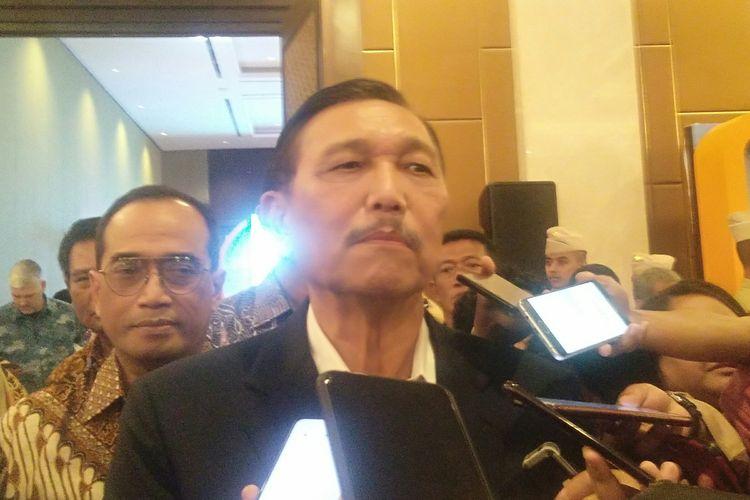Menko Kemaritiman dan Investasi, Luhut Binsar Pandjaitan memberikan keterangan pers di Hotel Sultan, Jakarta, Rabu (26/2/2020).