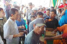 Jokowi Bagi Sembako, Warga: