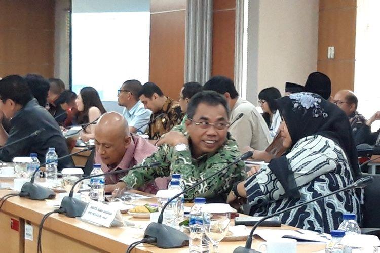 Anggota DPRD DKI Jakarta Gembong Warsono dalam rapat KUA-PPAS 2020 di lantai 3, Gedung DPRD DKI Jakarta, Jalan Kebon Sirih, Jakarta Pusat, Rabu (23/10/2019).