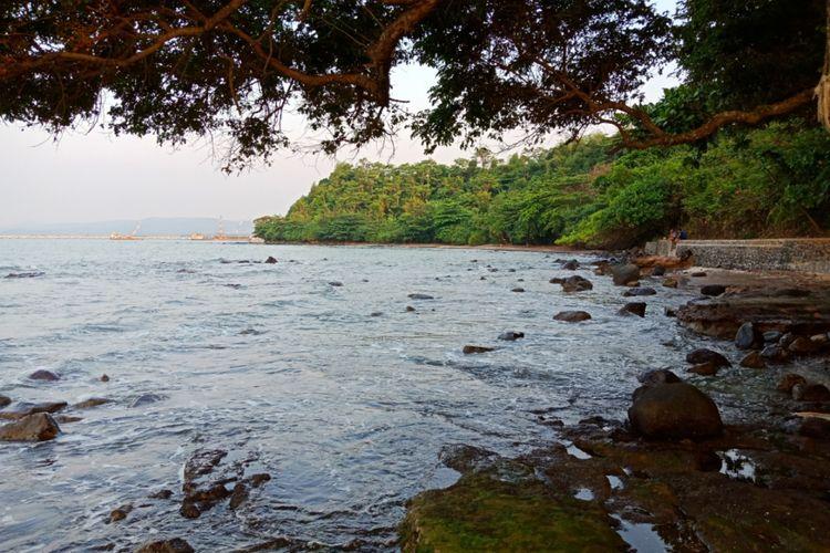 Pantai Ujung Negoro, Kabupaten Batang, Jawa Tengah.
