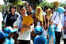 Di Cirebon, Iriana Ikut Senam dan Bernyanyi Bersama Siswa PAUD