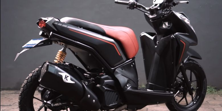 Skutik Honda Vario 125 CBS dengan konsep adventure garapan Katros Garage