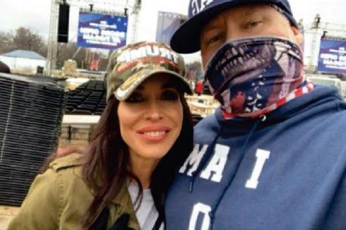 Ikut Kerusuhan di Gedung Capitol Bersama Pria Lain, Wanita Ini Diceraikan Suaminya