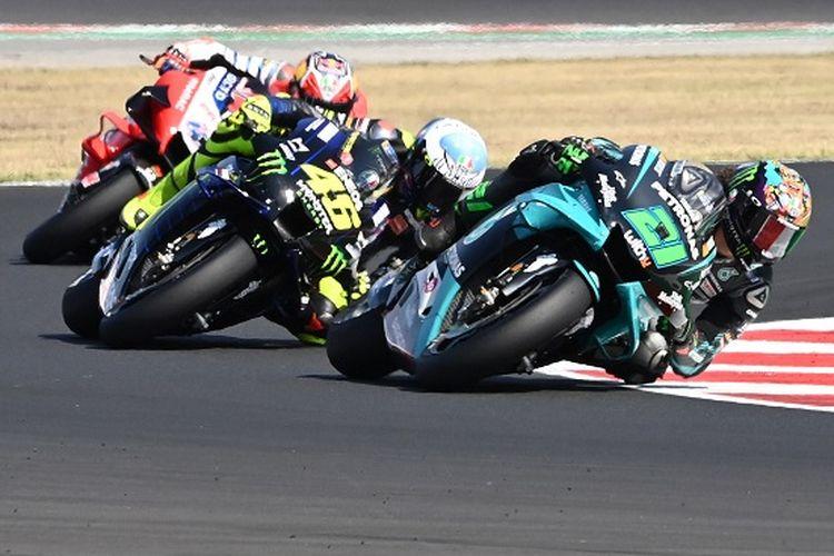 Pebalap Italia Petronas Yamaha SRT, Franco Morbidelli, memimpin balapan selama Grand Prix MotoGP San Marino di Sirkuit Misano Marco Simoncelli pada 13 September 2020.