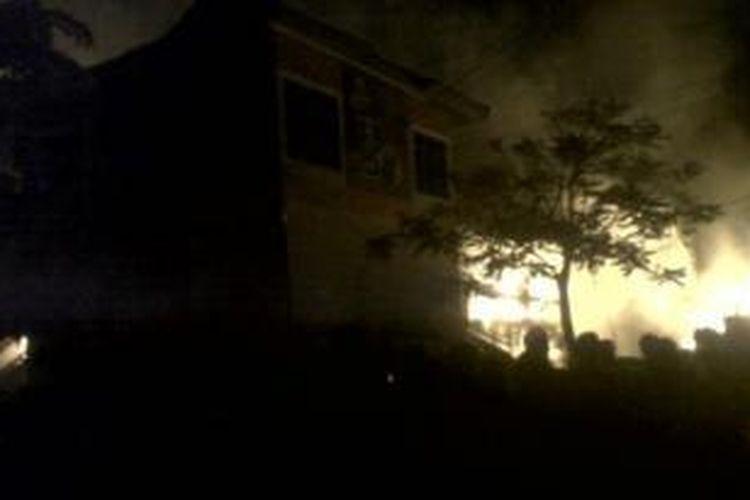Kebakaran terjadi di Pasar Induk Cianjur, Jalan Suroso, Kelurahan Sayang, Kecamatan Cianjur, Kabupaten Cianjur, Selasa (27/8). Ribuan kios yang ada di pasar tersebut dilalap si jago merah.