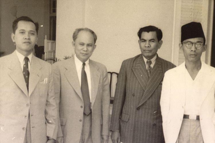 Dari kiri : mr. Sujono Hadinoto, LN Palar, mr. M. Yamin dan mr. Joesoef Wibisono.
