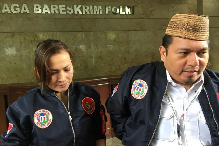 Direktur Hukum dan Advokasi Tim Kampanye Nasional (TKN) Joko Widodo-Maruf Amin, Ade Irfan Pulungan (kanan), menyambangi Kantor Badan Reserse Kriminal (Bareskrim) Polri, Jakarta Pusat, Rabu (6/3/2019).