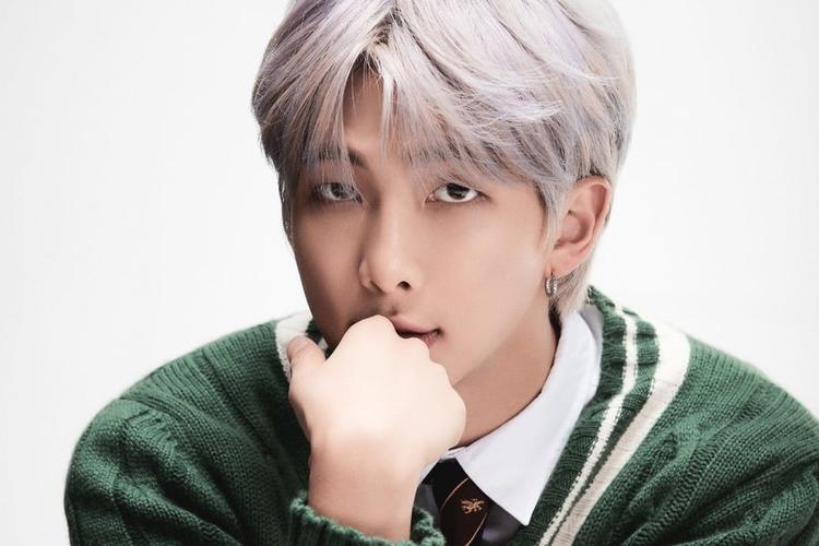 Leader BTS, Kim Namjoon atau RM. Ia mengaku sangat sedih karena BTS batalkan konser di Korea Selatan lantaran penyebaran virus corona