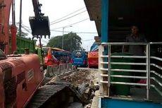 Penumpang Keluhkan Waktu Perbaikan Jalur Transjakarta di Kampung Rambutan