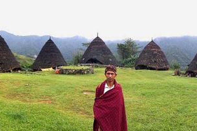 Yoseph Katup di Kampung Wae Rebo, Kabupaten Manggarai, Nusa Tenggara Timur.
