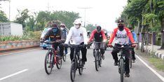 Bantu Warga Terdampak Covid-19, Wali Kota Madiun Bersepeda Bagikan Sembako
