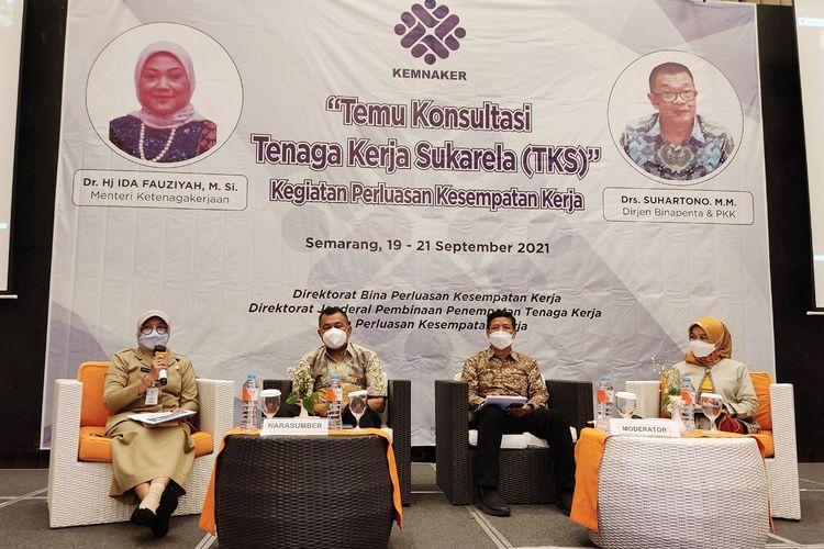 Para narasumber dalam acara Temu Konsultasi TKS di Semarang.