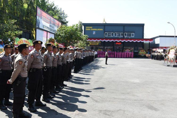 Sebanyak 67 anggota kepolisian mendapat kenaikan pangkat bertepatan dengan HUT ke-73 Bhayangkara di Mapolres Lamongan, Senin (01/7/2019)