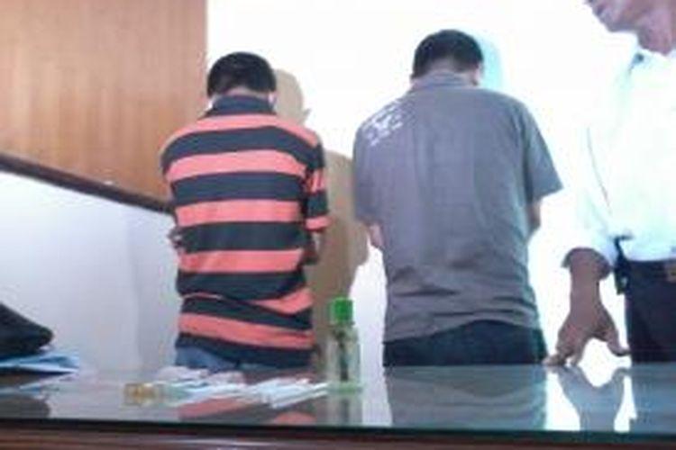 Caleg DPRD Makassar dari partai PKPI, Ahmad Basir dan oknum wartawan majalah Sinar, Dwi Windu ditangkap narkoba.