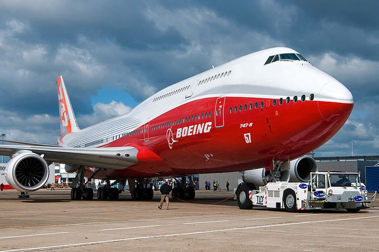 Boeing 747-8 Intercontinental di pameran Paris Air Show 2011.
