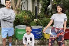 Cara Rayi Putra dan Dila Hadju Ajarkan Anak Peduli Lingkungan