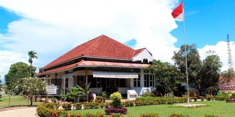 Suasana rumah pengasingan Bung Karno di Kelurahan Anggut, Kecamatan Ratu Samban, Kota Bengkulu, Provinsi Bengkulu, beberapa waktu lalu. Rumah ini pernah dihuni Bung Karno tahun 1938-1942. Di rumah inilah, sang roklamator untuk pertama kali bertemu dengan Fatmawati.