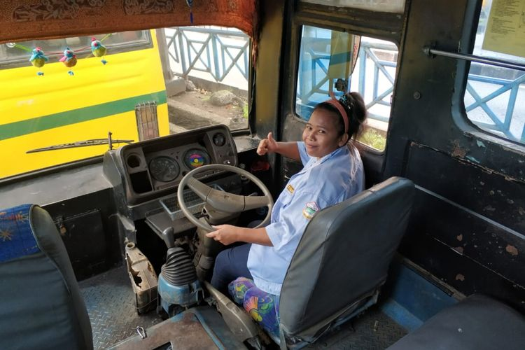 Lia Yuliana, sopir bus Koantas Bima jurusan Kampung Rambutan-Lebak Bulus. Foto diambil Rabu (6/6/2018).