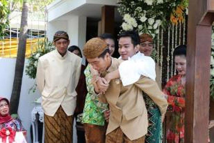 Jokowi Sempat Kewalahan Saat Menggendong Gibran