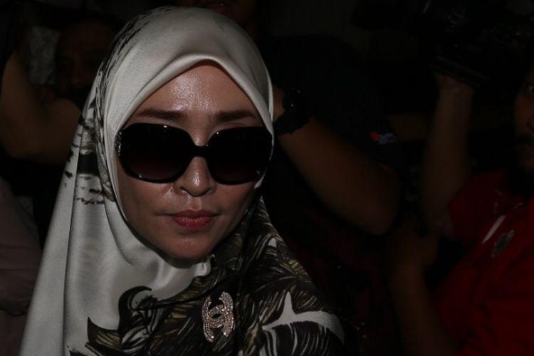 Firza Husein tiba di Krimsus, Polda Metro Jaya, Jakarta, Selasa (16/5/2017). Firza terbelit kasus konten pornografi dalam percakapan via WhatsApp yang diduga melibatkan dirinya dengan pimpinan Front Pembela Islam (FPI) Rizieq Shihab.