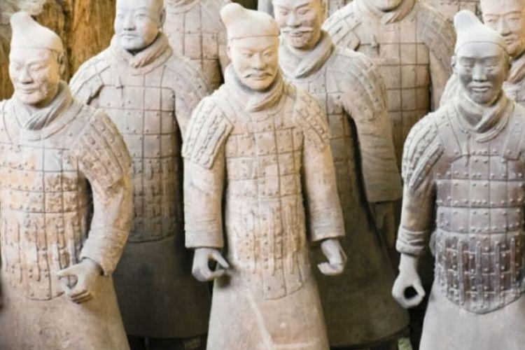 Tentara Terakota dari kompleks makam Kaisar Pertama China, Qin Shi Huang. [Via History]