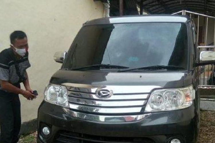 Mobil Luxio yang disita petugas dalam kasus mesum yang melibatkan oknum ASN Pemkab Sampang, Madura, Jawa Timur