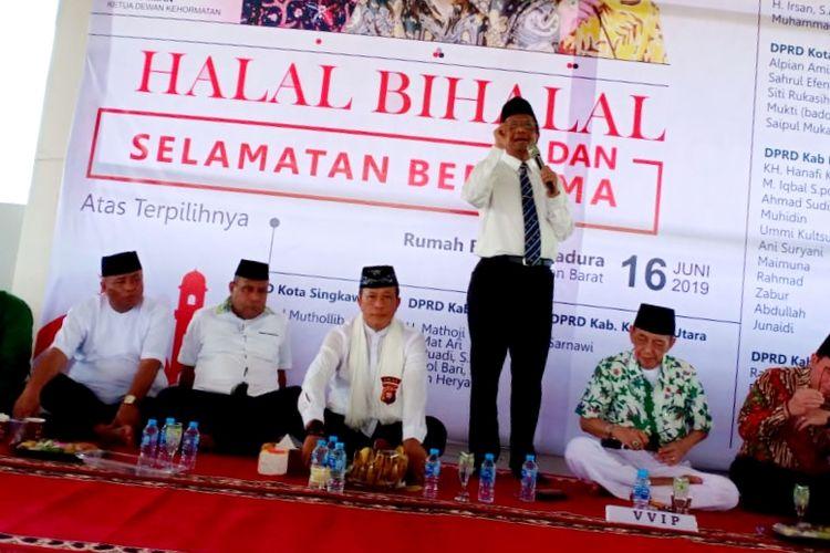 Mantan Ketua MK Mahfud MD saat menghadiri halal bihalal bersama Ikatan Keluarga Besar Madura (IKBM) Kalbar di Pontianak, Minggu (16/6/2019).