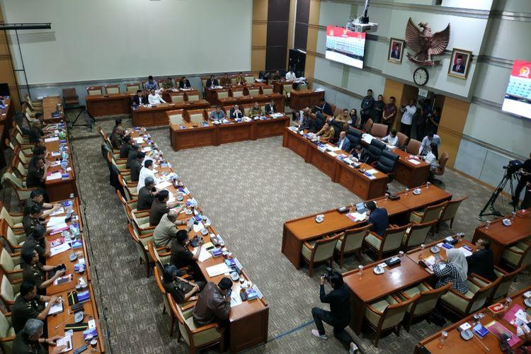 Komisi III DPR menggelar rapat kerja dengan Kejaksaan Agung di Kompleks Parlemen, Senayan, Jakarta, Senin (20/1/2020).