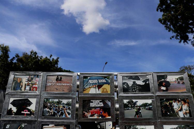 Suasana saat memperingati 10 Tahun Aksi Kamisan di depan Istana Merdeka, Jakarta, Kamis (19/1/2017). Kamisan sebagai bentuk perlawanan keluarga korban pelanggaran hak asasi manusia dalam melawan lupa telah berlangsung selama 10 tahun sejak aksi pertama di depan Istana Merdeka pada 18 Januari 2007.