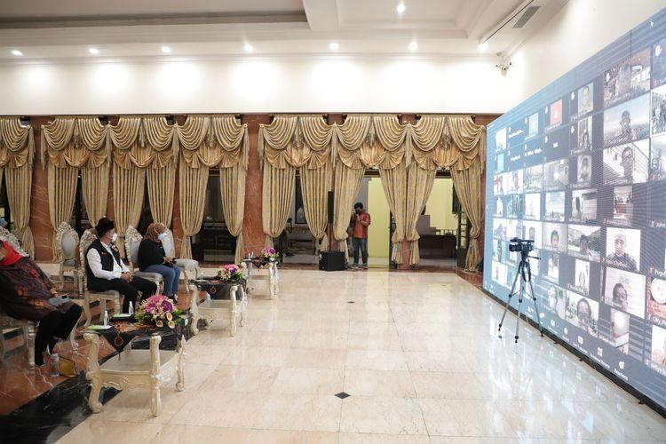 Wali Kota Surabaya Eri Cahyadi menggelar dialog dengan tokoh agama dan para pengurus rumah ibadah se-Kota Surabaya, Senin (28/6/2021) malam.