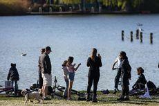 Abaikan Lockdown Virus Corona, Warga Inggris Penuhi Taman Nikmati Matahari
