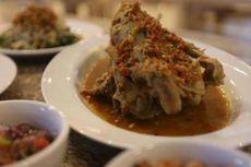 Bedanya Makanan Bali di Restoran dan di Rumah Orang Bali Asli