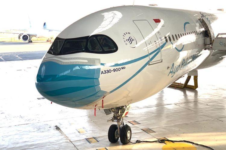 "Livery ""Ayo Pakai Masker"" pesawat Garuda Indonesia A330-900 neo PK-GHG di Hangar 2 GMF AeroAsia."